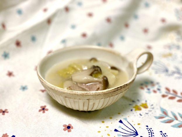 スープカップに白菜シチュー